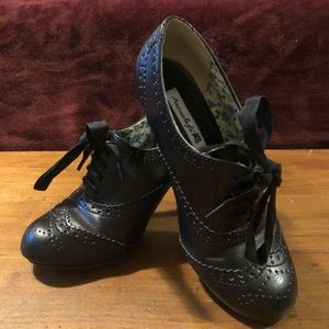 American Eagle lace up heels
